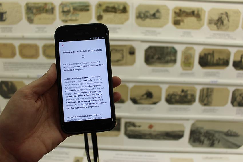 Écoutez l'histoire de la carte postale grâce aux audioguide du musée de la carte postale à Antibes.
