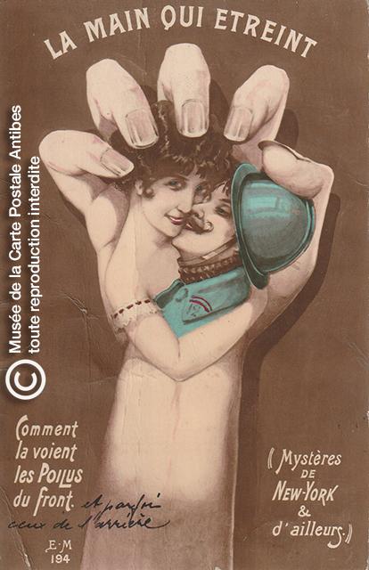 Carte postale représentant une main de femme étreinant un soldat poilu.