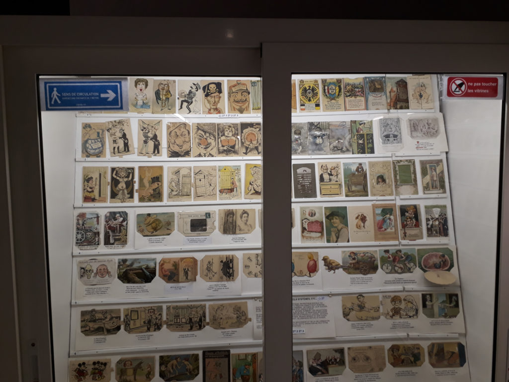 Signalétique COVID au Musée de la Carte Postale à Antibes.