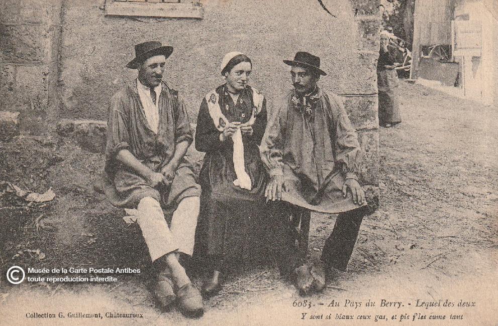 Carte postale ancienne représentant le choix d'amour d'une femme entre deux hommes du Berry.